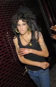 amy-winehouse-attacks-8.jpg