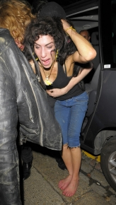 amy-winehouse-attacks-9.jpg