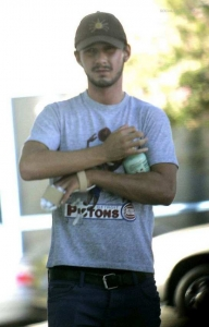 gallery_main-shialabeouf-hand-photos-081208-04.jpg
